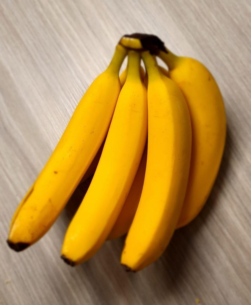 Can a rabbit eat bananas?