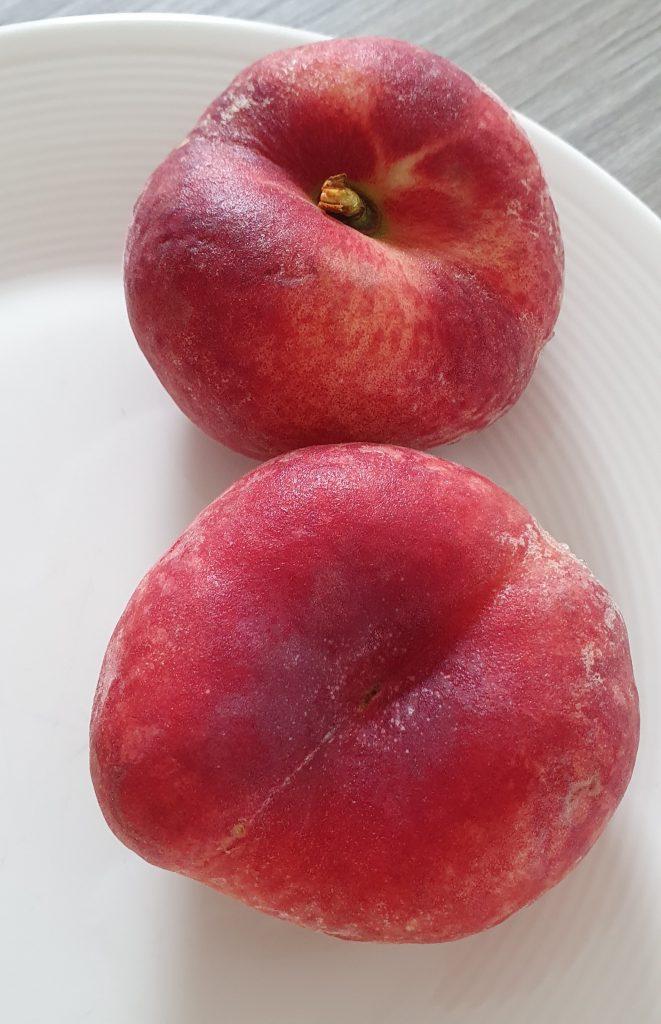 Can a rabbit eat peaches?